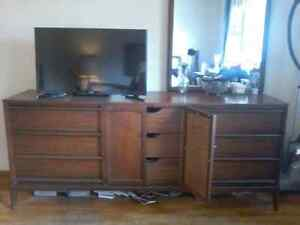 Beautiful dresser and mirror in great condition!