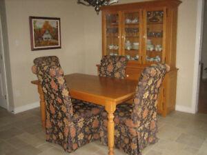 Set de salle-à-dîner en chêne solide fait au Québec.