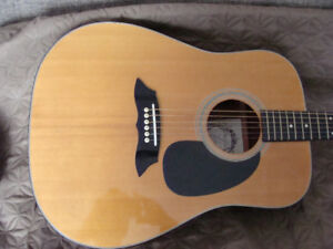 VINTAGE GUITAR  PROFILE AND HARD SHELL CASE 200.00