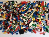Lego 1kg Assorted parts & 2 minifigures