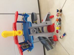Paw Patrol lookout with characters