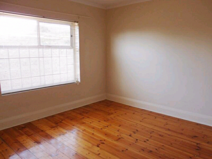 1BR Studio Apartment Unit For Rent Woodville Close To QEH, Train