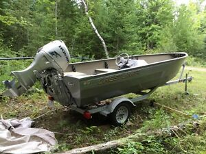 Crestliner 16 foot aluminum boat with 40hp Honda motor
