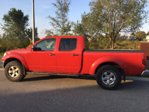 2010 Nissan Pick up truck Crew Cab LE 4X4 (price reduced)