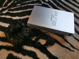 PS2 console with 2 pads