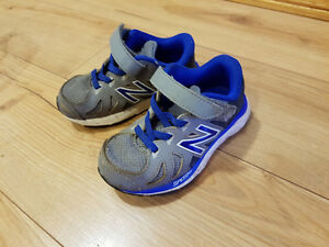 Toddler boys New balance Runners sz 8