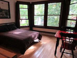 Private studio Short term rental, Close to Downtown