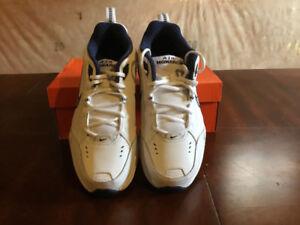 **NEW** Nike Monarch IV Men's Size 8.5 (4E).