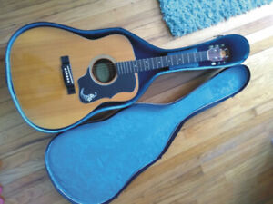 Acoustic Guitar with Case 100.00 ONO