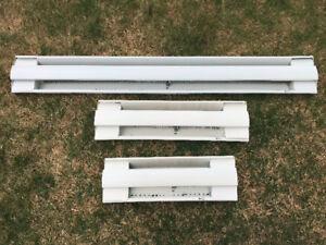 Plinthes de chauffage blanches, usagées. Ouellet comme neuve