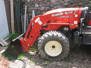 Branson 4520R with backhoe 4X4