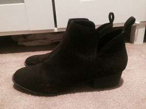 American Eagle black ankle boots