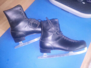 Men's Size 12 Royal Canadian Black Leather Ice Skates