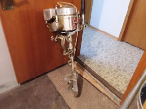 Outboard motor 3.7 up for sale