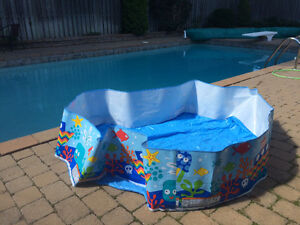 "Piscine/Kiddie pool ""Intex""+Xylophone +Blocs, etc..."