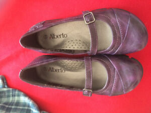 Girls leather purple shoes size 2-3