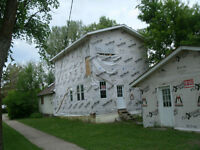 House for sale in Dauphin- 1800 sqft, Open Concept- Reno Unfinis