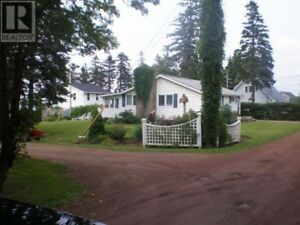 Furnished, winterized cottage, walking distance to Parlee Beach