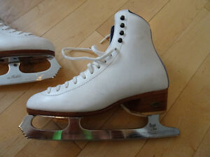 Reidel Women's Figure Skates size 6 Kitchener / Waterloo Kitchener Area image 2