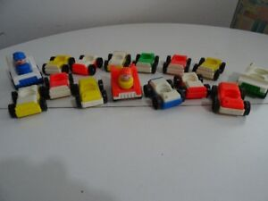 Lot #2 Ancien Fisher Price 15 Auto Car for Garage + 2 Figures