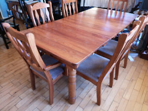 good condition wood dining table and 6 chairs