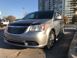 2013 Chrysler Town & Country Touring L Minivan, Van
