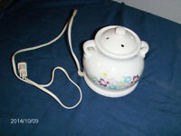 COLLECTIBLE ELECTRIC CERAMIC SCENT WARMER-1990S