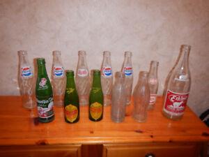 12 Anciennes Bouteilles de Liqueur A Voir