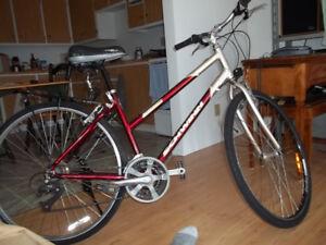Vélo Femme Schwinn  1  seul proprio  150 $  ferme