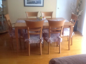 Beautiful maple dining set - perfect condition