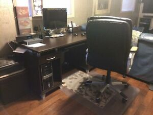 Selling computer desk