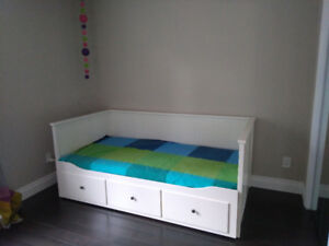 CONTENTS MOVING SALE - DAYBED, DRESSERS, TV, ETC ETC