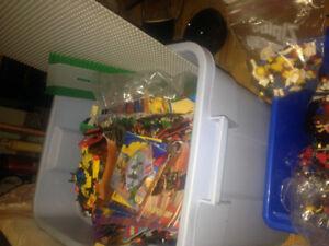 vintage lego collection, 60+sets, 33 books 200+ minifigures