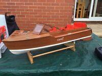 Radio Controlled boat (ready to run)
