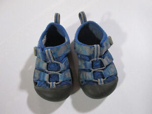 Toddler KEEN sandals, blue camo, size 5 Belleville Belleville Area image 2