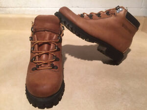 Women's Wilderness Hiking Boots Size 6.5 London Ontario image 6