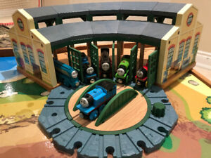 Thomas the Train Wooden Set/Table/Tidmouth Sheds/Trains & Tracks