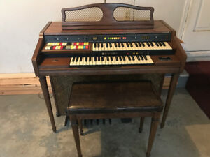 HAMMOND 125XL ORGAN WITH LESLIE SPEAKER