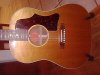 Gibson J50 acoustic electric VERY good condition