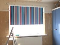 Roller blind (red, blue and white stripes)