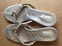 Clarks women's slipper size 4 worn once