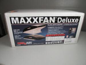MaxxFan - 7500K Black - BNIB