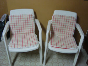 2 pair of patio chairs