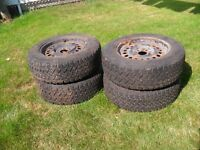 4 Winter Tires with rims SNOWTRAKKER 215/65R16 98S M+S
