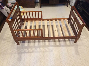 Toddler bed (wood)