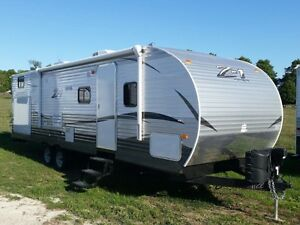 NEW 30' Zinger Z1 family trailer with outdoor kitchen. LOADED!!