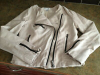 *Like NEW. Women's Size XS (S) CALVIN KLEIN Leather Jacket