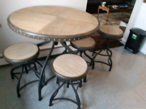 Round table and 4 stools New