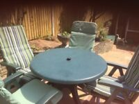 GREAT GREEN TABLE AND 4 CHAIRS WITH CUSHIONS
