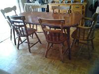 BEAUTIFUL TABLE +6 CHAIRS+ BUFFET SET